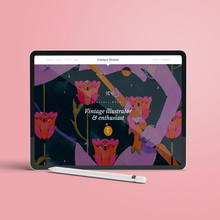 """Se muestra la imagen principal de cinthyaalvarez.com: una portada con un estampado de flores sobre el que se muestran las palabras """"ilustrator and vintage enthusiast""""."""